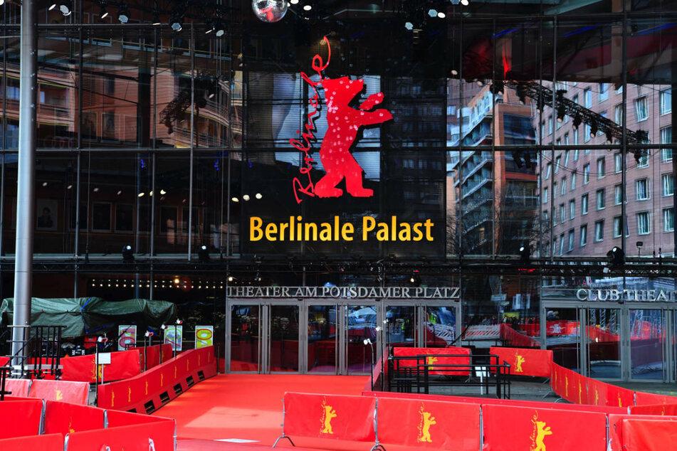 Der rote Teppich ist im März 2020 vor dem Berlinale Palast ausgerollt. Das für 2021 geplante Sommerfestival soll aufgrund des neuen Infektionsschutzgesetzes als reine Open-Air-Veranstaltung stattfinden.