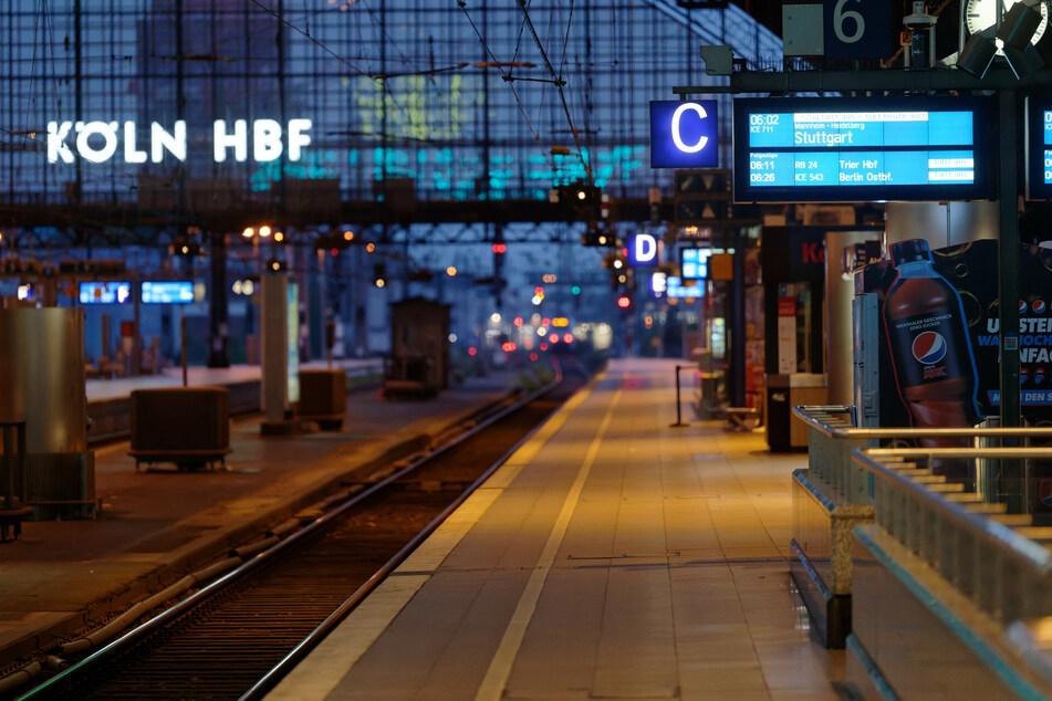 Auf einem Bahnsteig im Kölner Hauptbahnhof ist ein Streit zwischen zwei Pärchen eskaliert.