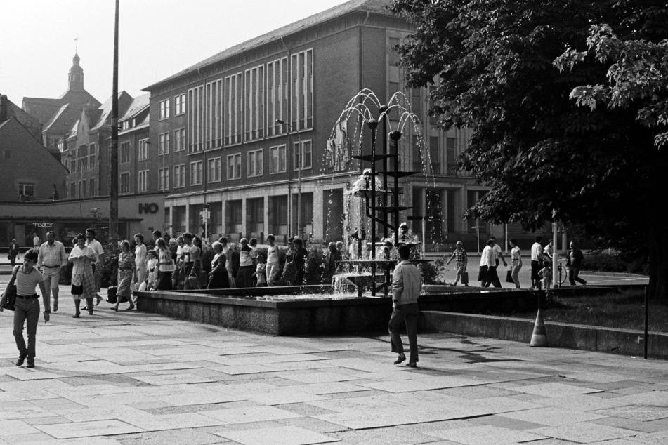 Chemnitz im Jahr 1985. Damals zählte die Stadt 315.452 Einwohner. Im Bild: Der Chemnitzer Klapperbrunnen.