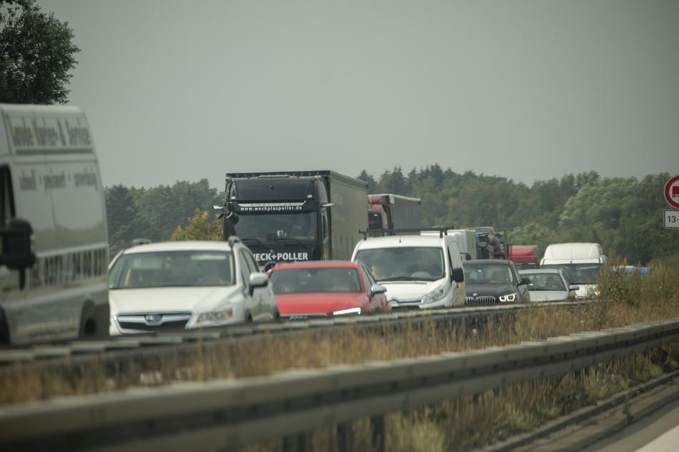 Wegen einer Baustelle hat es am Montagmorgen einen Stau auf der A72 gegeben, der Unfall machte den Stau noch schlimmer.