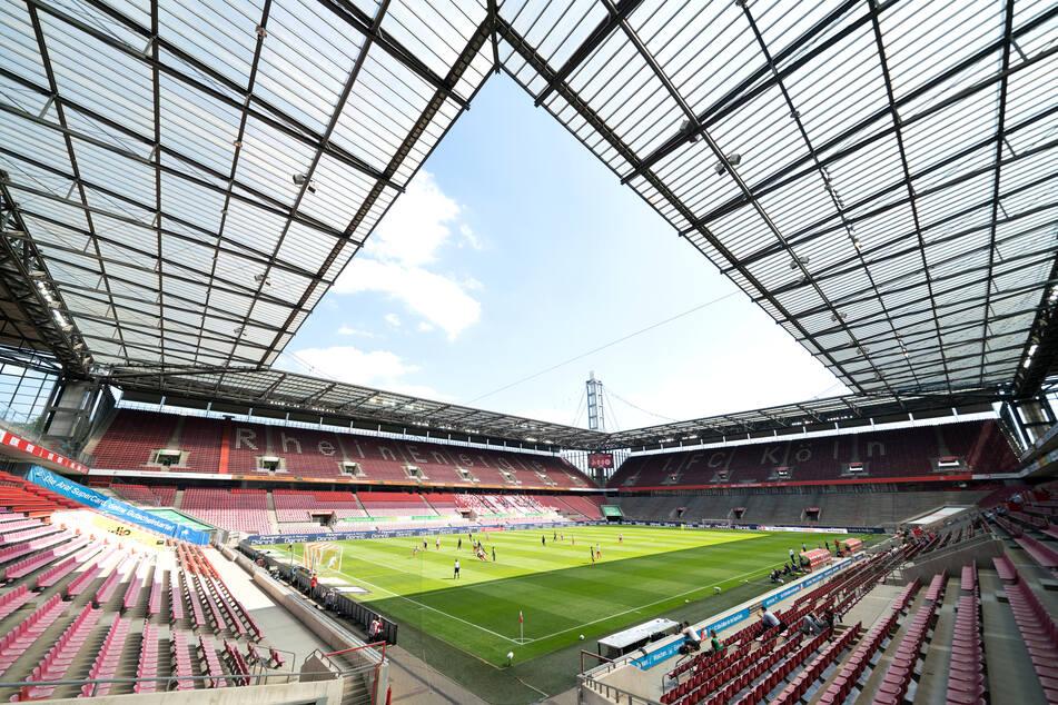 Blick in das RheinEnergieStadion während des Spiels 1. FC Köln - 1. FSV Mainz 05.