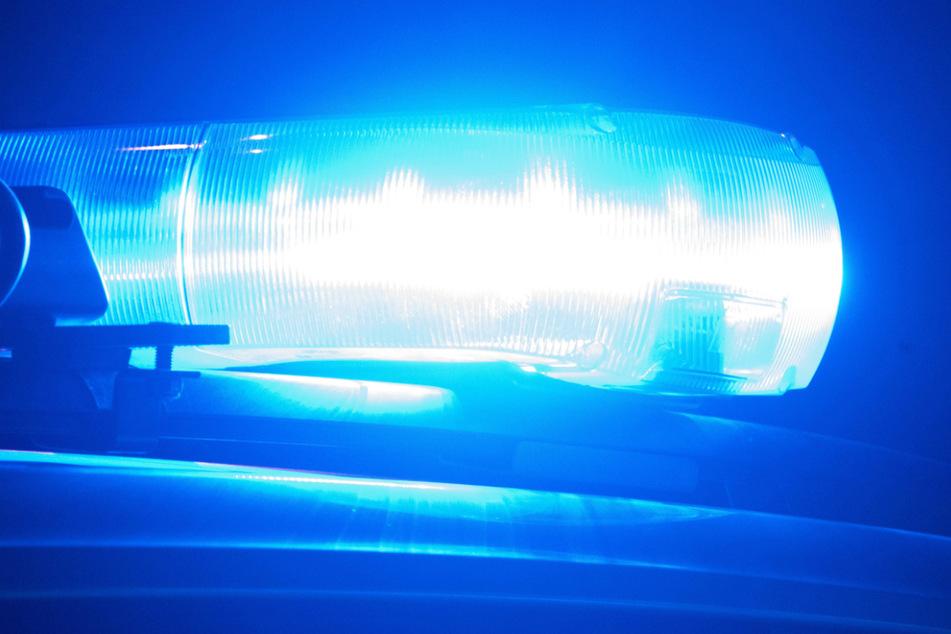 Ein Zeuge alarmierte wegen der Aufnahmen mit Drohbotschaften die Polizei. (Symbolbild)
