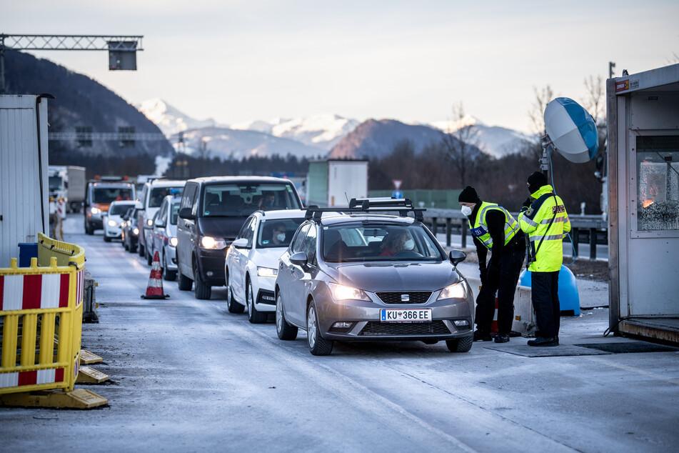 An den Grenzen zu Tirol und Tschechien führt die deutsche Polizei noch mindestens bis Ende März Kontrollen durch.