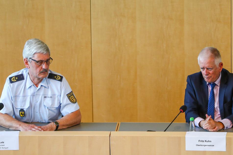 Stuttgarts Polizeipräsident Frank Lutz (links) und Stuttgarts Oberbürgermeister Fritz Kuhn (64, Grüne) bei einer Pressekonferenz über die nächtlichen Randalen in der Stuttgarter Innenstadt.