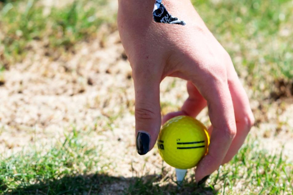 Angebändelt: Emma Cyris legt sich den Ball zurecht.