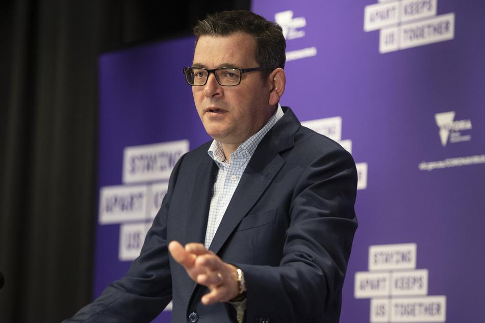 Daniel Andrews, Premierminister von Victoria, spricht während einer Pressekonferenz zu den Medienvertretern.