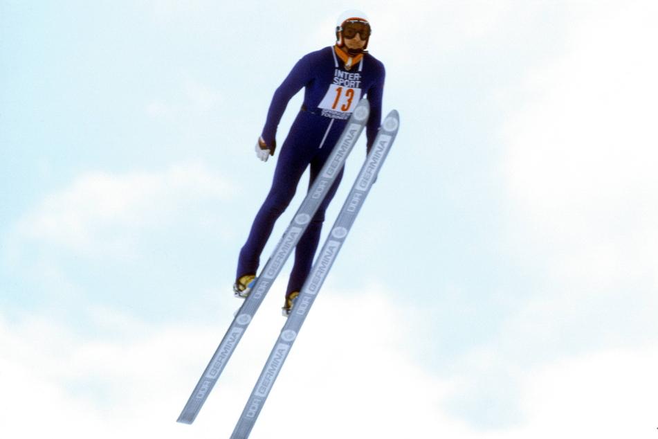 Manfred Deckert beim Neujahrsspringen 1982 in Garmisch-Partenkirchen. Wie schon in Oberstdorf wurde er Zweiter, siegte in Innsbruck und wurde in Bischofshofen Fünfter. Das war mit 36 Punkten Vorsprung der Gesamtsieg.