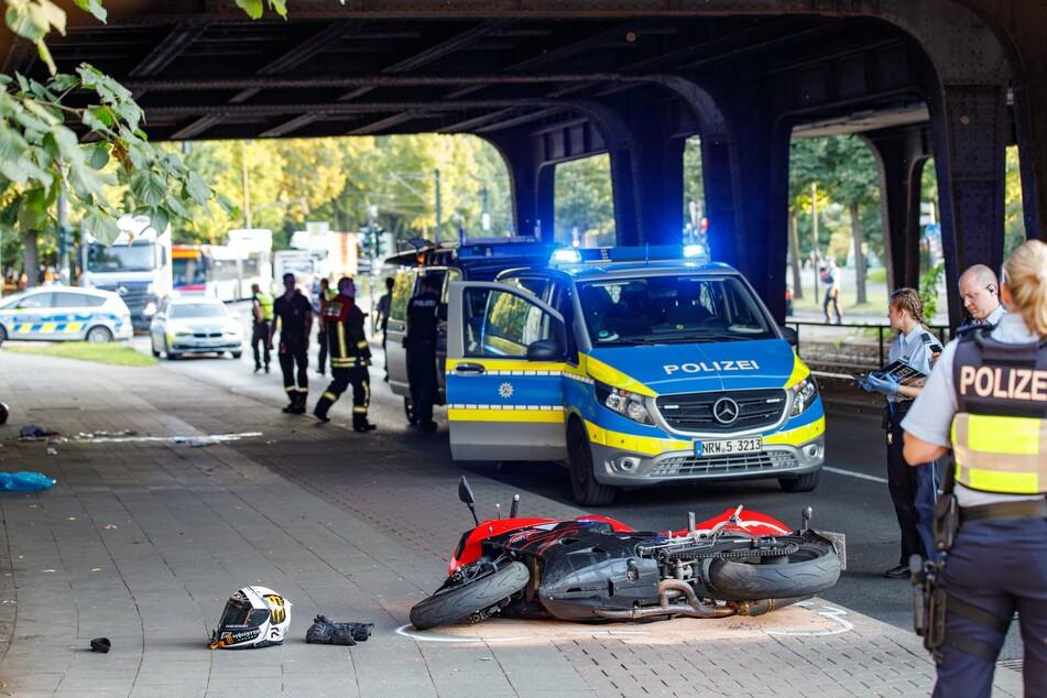 Tödlicher Unfall: Bikerin (37) überschlägt sich