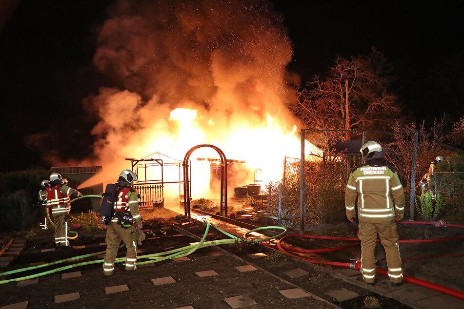 Die Gartenlaube in Dresden-Übigau stand lichterloh in Flammen.