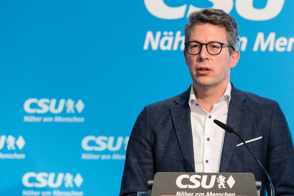 CSU-Generalsekretär Markus Blume übt harsche Kritik am Präsenzparteitag der AfD. (Archiv)