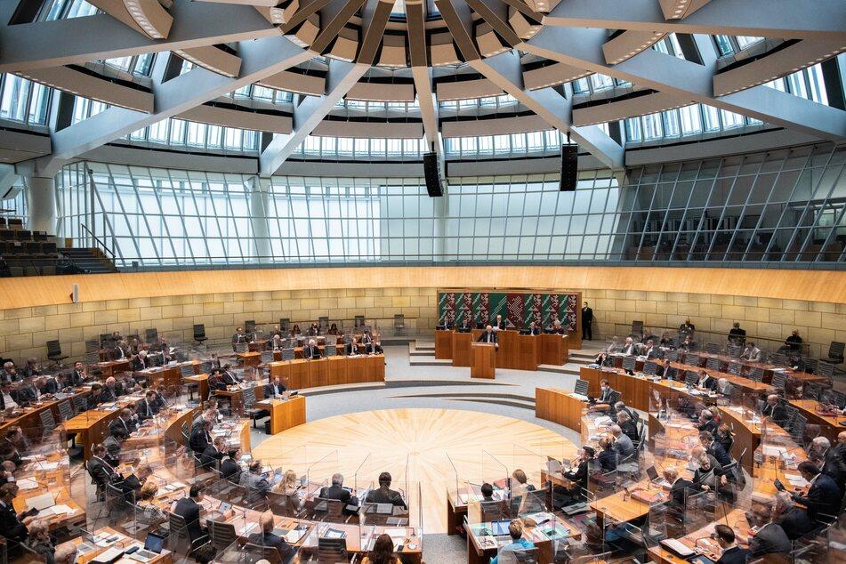 NRW hat ein neues Pandemie-Gesetz. Künftig kann der Landtag sogar rechtswirksam Einspruch gegen Corona-Verordnungen der Regierung einlegen. (Archivfoto)