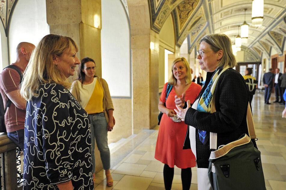 Sozialministerin Petra Köpping (62, SPD, v.) sprach mit Vertretern der Kulturszene.