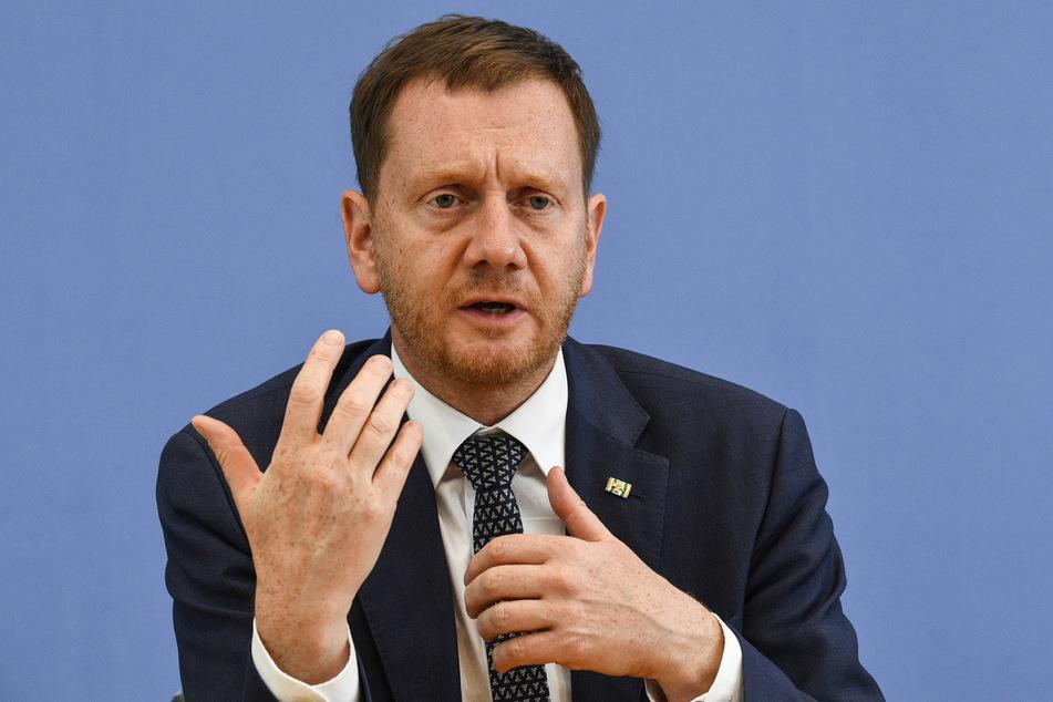 Sachsens Regierungschef Michael Kretschmer (46, CDU) ist gegen Impfzwang, ermutigt aber alle, sich unbedingt gegen das Coronavirus impfen zu lassen.