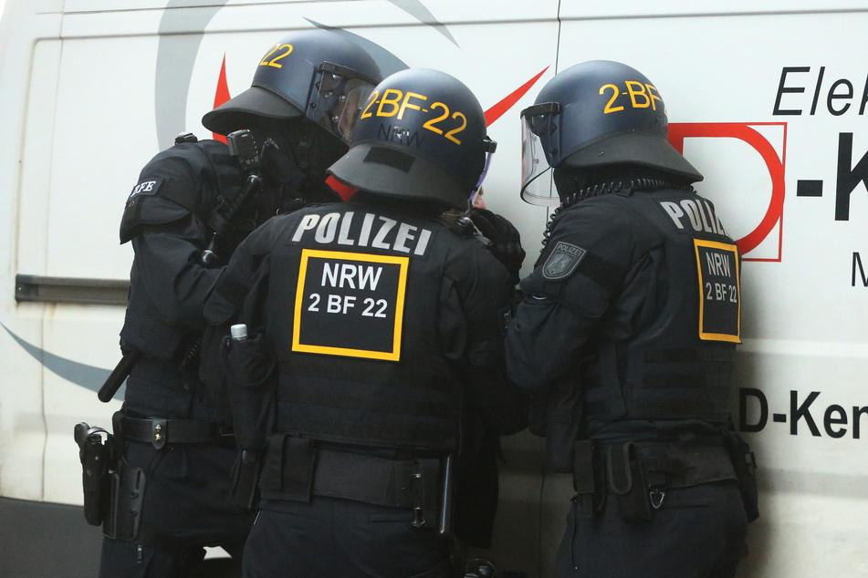 In Düsseldorf hatten zuletzt immer wieder Demonstrationen stattgefunden, bei denen die Polizei zum Schutz der Corona-Regeln eingreifen musste. (Archivfoto)