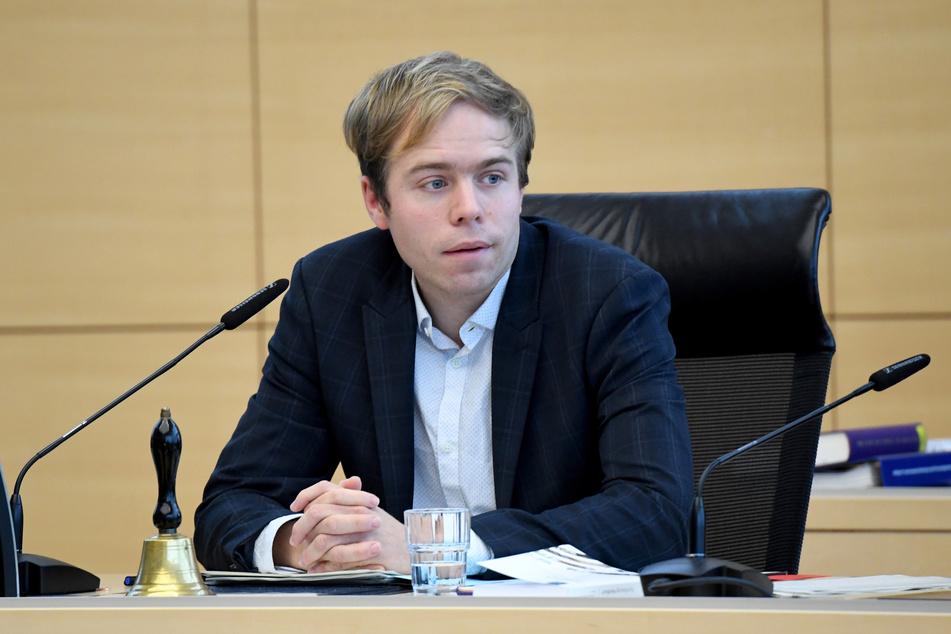 Die Fraktionschefs der vier großen proeuropäischen Fraktionen hätten zuletzt mehrfach deutlich gemacht, dass Vorschläge, wie sie jetzt auf den Tisch gekommen seien, für das Parlament nicht akzeptabel seien, sagte Parlamentsunterhändler Rasmus Andresen (Grüne) am Dienstag.