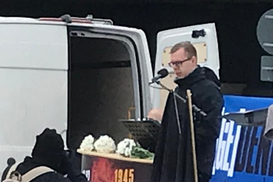 """Bei einer Kundgebung am 13. Februar in Dresden hielt JN-Bundeschef Paul Rzehaczek noch eine Rede. Der Überfall jetzt könnte die """"Quittung"""" dafür gewesen sein."""