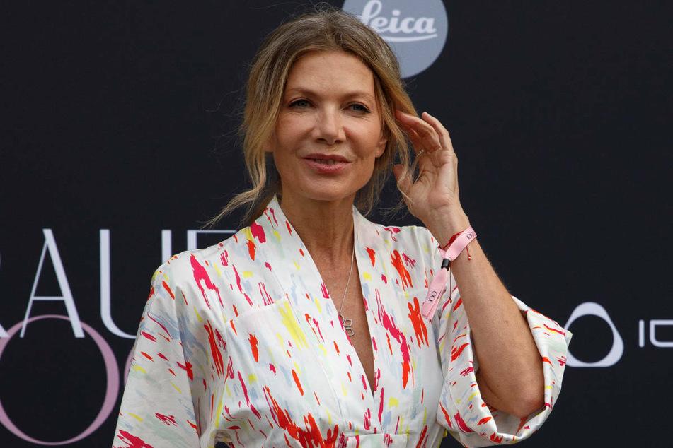 Ursula Karven (56) posiert im Juli 2021 vor Beginn der Veranstaltung FRAUEN100 in Berlin. Die Schauspielerin setzt sich gegen Belästigung am Arbeitsplatz ein.