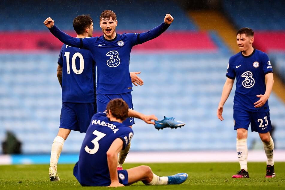 Riesenjubel bei Timo Werner: Auch dank ihm rückte der FC Chelsea auf Rang drei vor und überholte Leicester City, das bereits am Freitag mit 2:4 gegen Newcastle United verloren hatte.