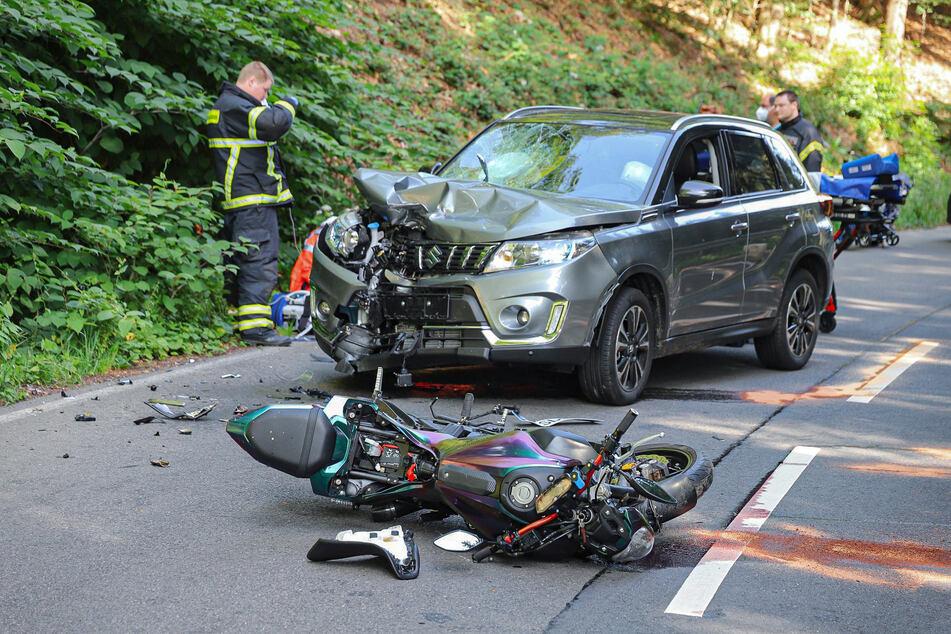 Die Motorradfahrerin ist frontal mit dem Suzuki zusammengestoßen und wurde bei dem Unfall schwer verletzt.