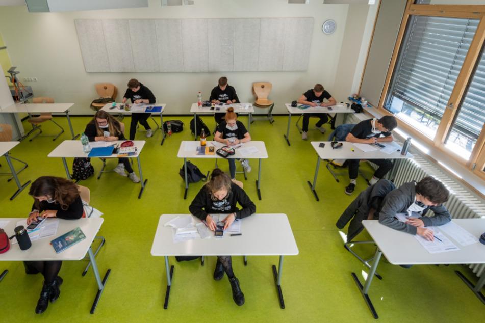 Schon die Vorbereitung auf das Abitur konnte in Sachsen in diesem Jahr nur mit Abstand durchgeführt werden.