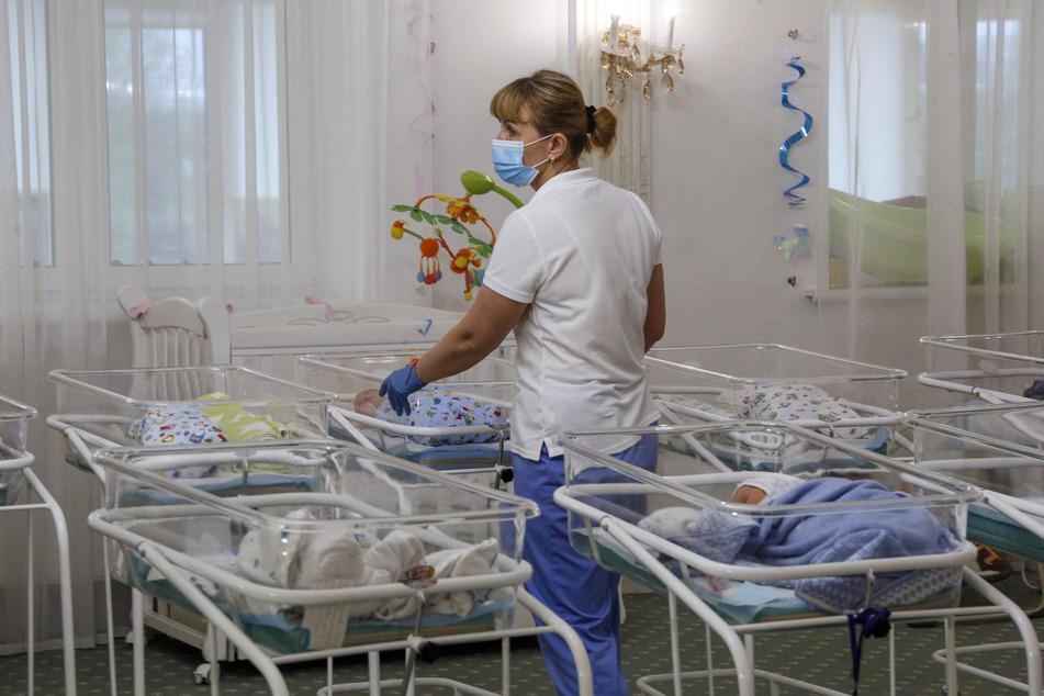 Baby, das mit Covid-19 infiziert war, stirbt