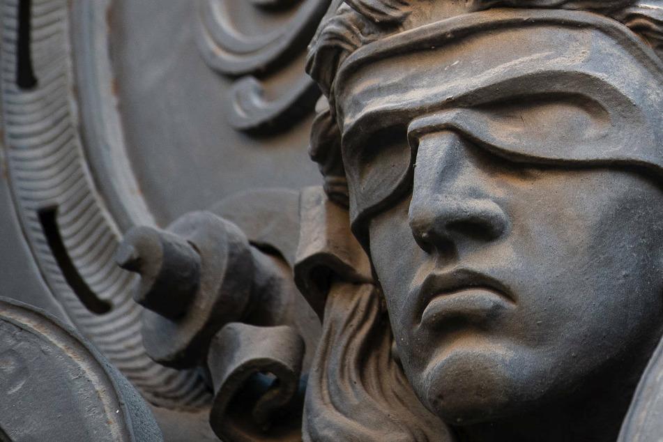 Verdacht auf Untreue in Millionenhöhe: Frau und zwei Rechtsanwälte vor Gericht