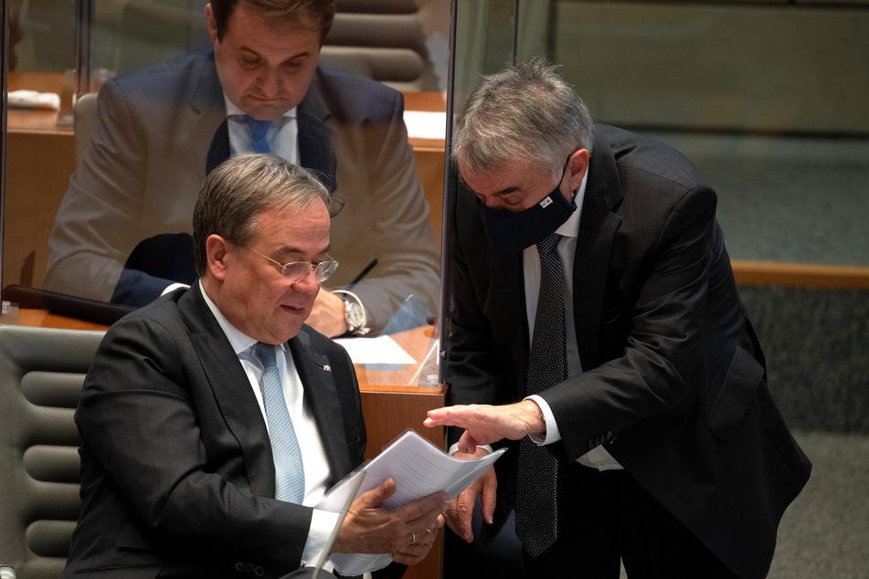 Armin Laschet (CDU, l), Ministerpräsident von Nordrhein-Westfalen, und Herbert Reul (CDU, r) , Innenminister von Nordrhein-Westfalen.