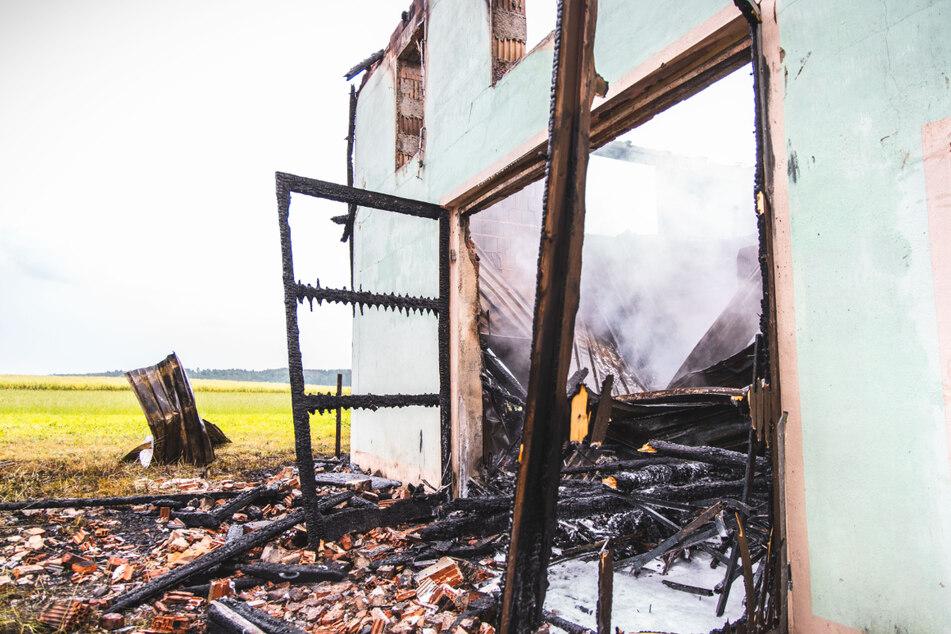 Die Scheune fiel den Flammen zum Opfer.