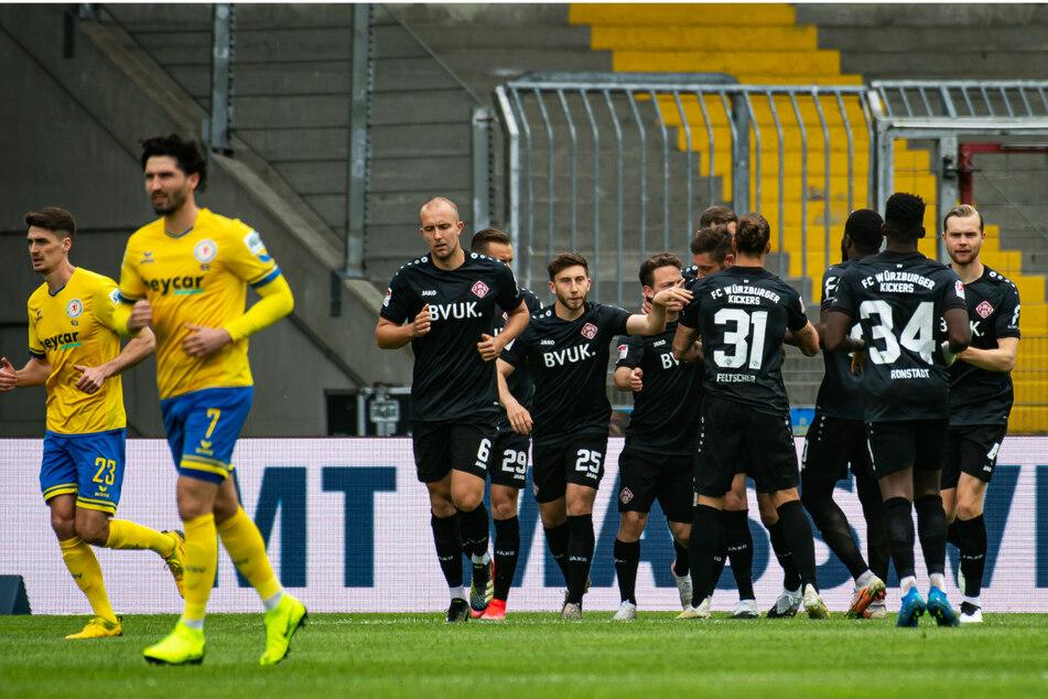+++ Zweitliga-Liveticker: Es fällt Tor um Tor! Kiel führt und schnuppert an Bundesliga +++