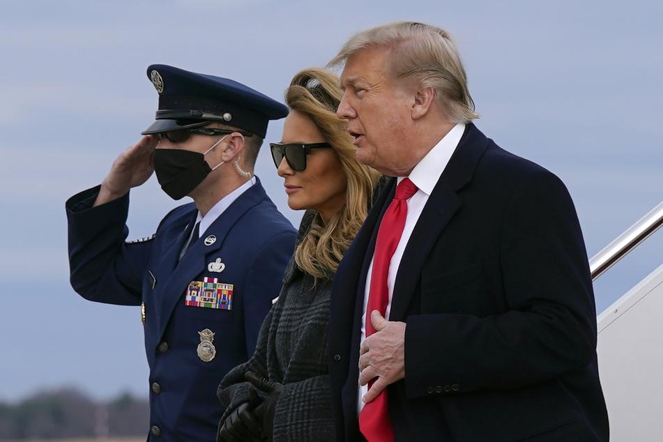 Melania Trumps (50) letzter öffentlicher Auftritt: Zusammen mit Ehemann Donald Trump (74) steigt sie aus der Air Force One.