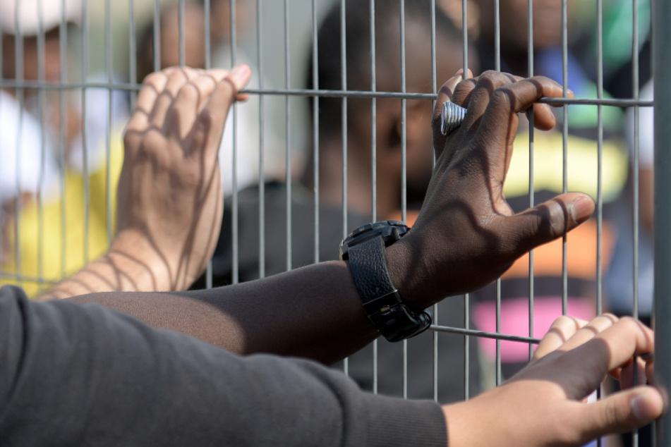 Mangelnde Corona-Maßnahmen in Ankerzentren? Flüchtlingsrat kritisiert Politik