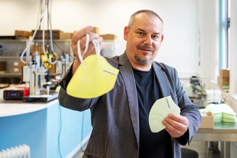 Stolz auf die neue Erfindung: Rico Genau (50) aus Meerane zeigt seine Anti-Pollen-Masken.