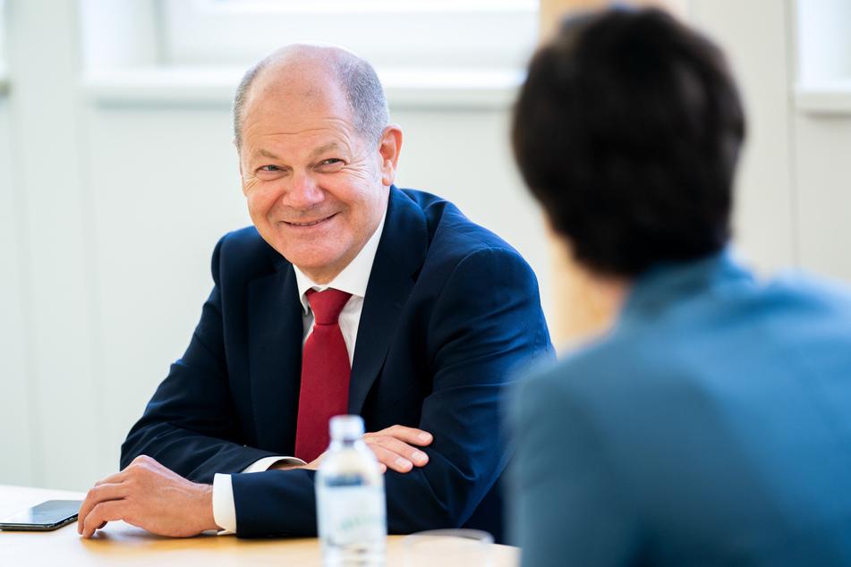 Olaf Scholz (SPD), Vizekanzler und Bundesfinanzminister von Deutschland, unterhält sich mit Pamela Rendi-Wagner, Bundesparteivorsitzende der SPÖ.