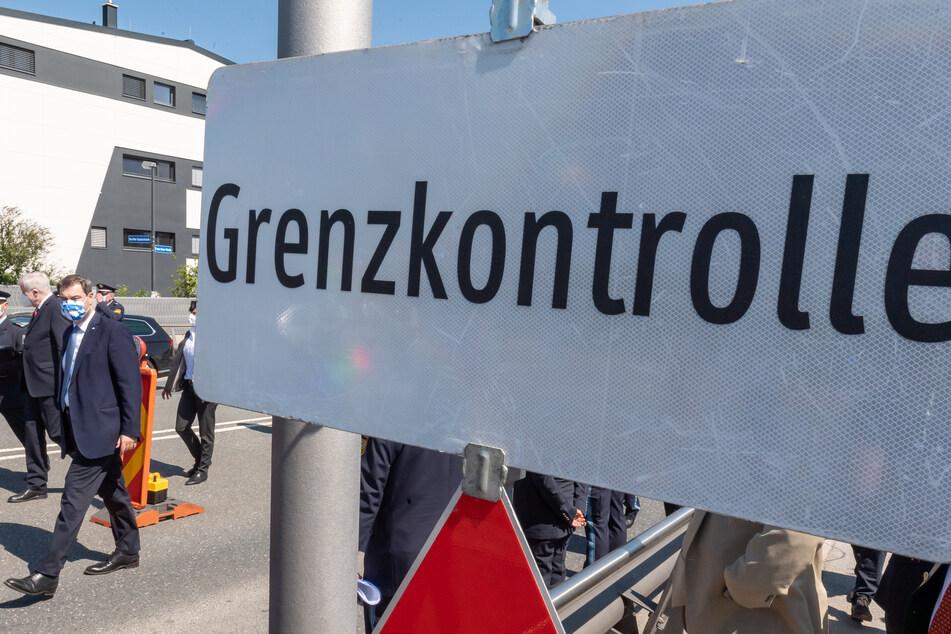 Angesichts steigender Coronavirus-Fallzahlen in Deutschlands Nachbarländern könnten Grenzkontrollen wieder möglich sen.