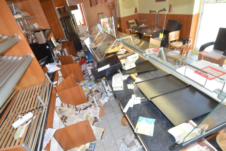 Dreiste Einbrecher zerstören Backshop: Polizei sucht nach Zeugen