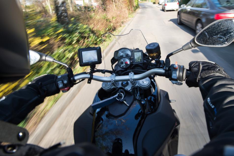 Mit teilweise 130 Kilometern pro Stunde war der Jugendliche innerorts unterwegs. (Symbolbild)