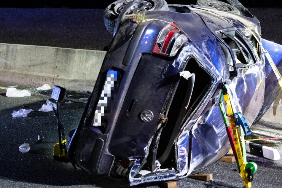 VW überschlägt sich auf Autobahn: Eine tote Frau und mehrere Verletzte