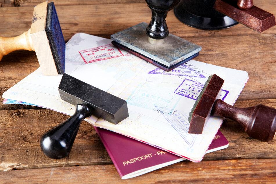 Bei bestimmten Stempeln im Reisepass droht Einreise-Verbot. (Symbolbild)