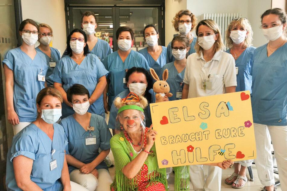 Die Pflegerinnen und Pfleger wollen Elsa helfen.