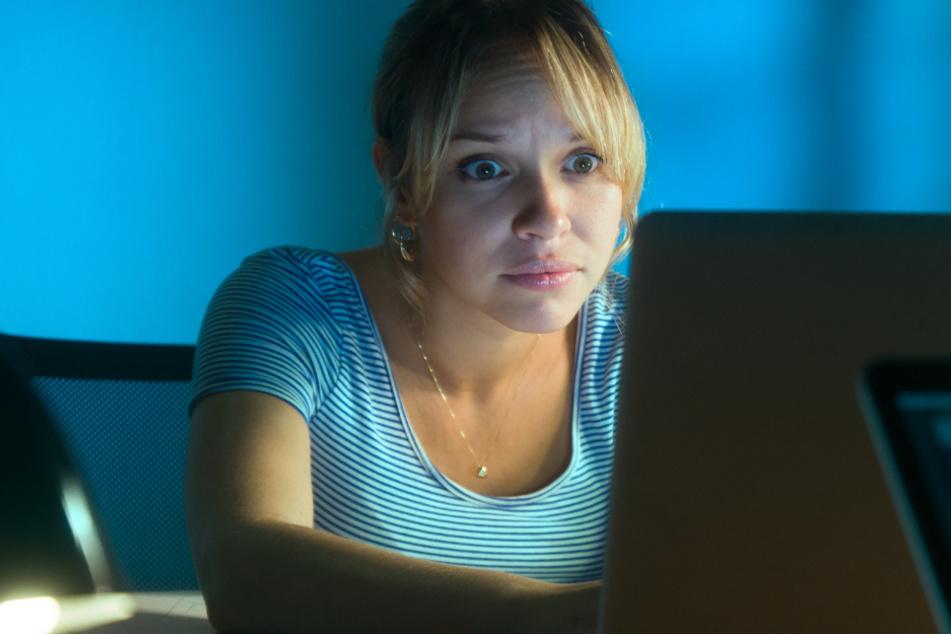 Frau surft im Internet und macht Entdeckung, die für Diebesbande zum Verhängnis wird