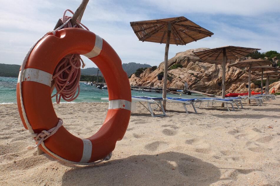 Fein, pulvrig und weich - der Sand an Sardiniens Stränden verzückt die Touristen so sehr, dass sie sogar Verbote missachten, um ihn als Souvenir mitzunehmen. (Archivbild)