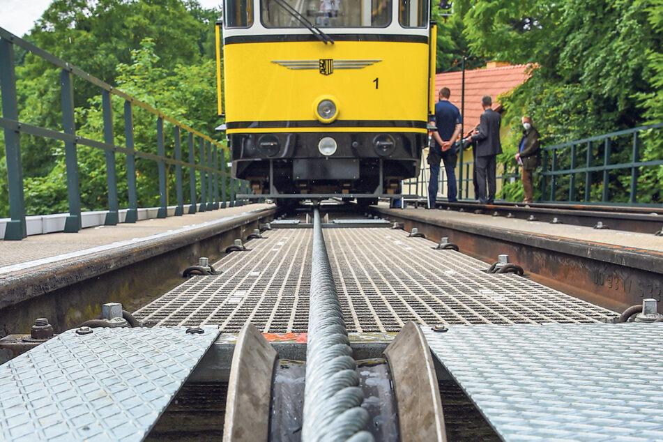 38 Millimeter stark, knapp 3,5 Tonnen schwer: Das neue Zugseil für beide Bahnen soll 40 Jahre halten.