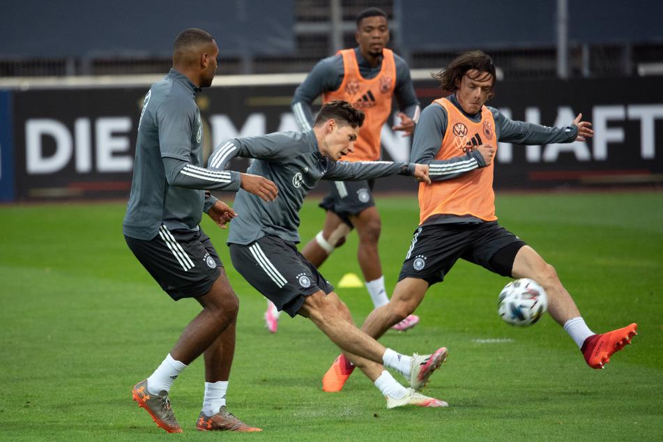 Die deutsche Nationalmannschaft vor dem Länderspiel gegen die Türkei beim Training in Köln.