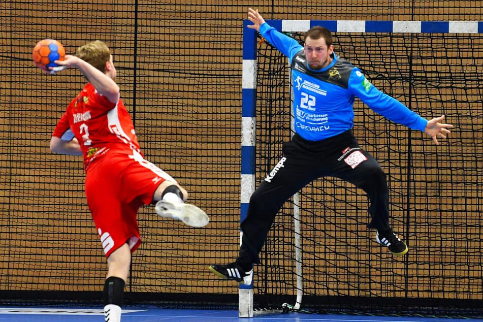 HCE-Torhüter Mario Huhnstock (35, r.) beim Heimsieg gegen Hamm in Aktion.