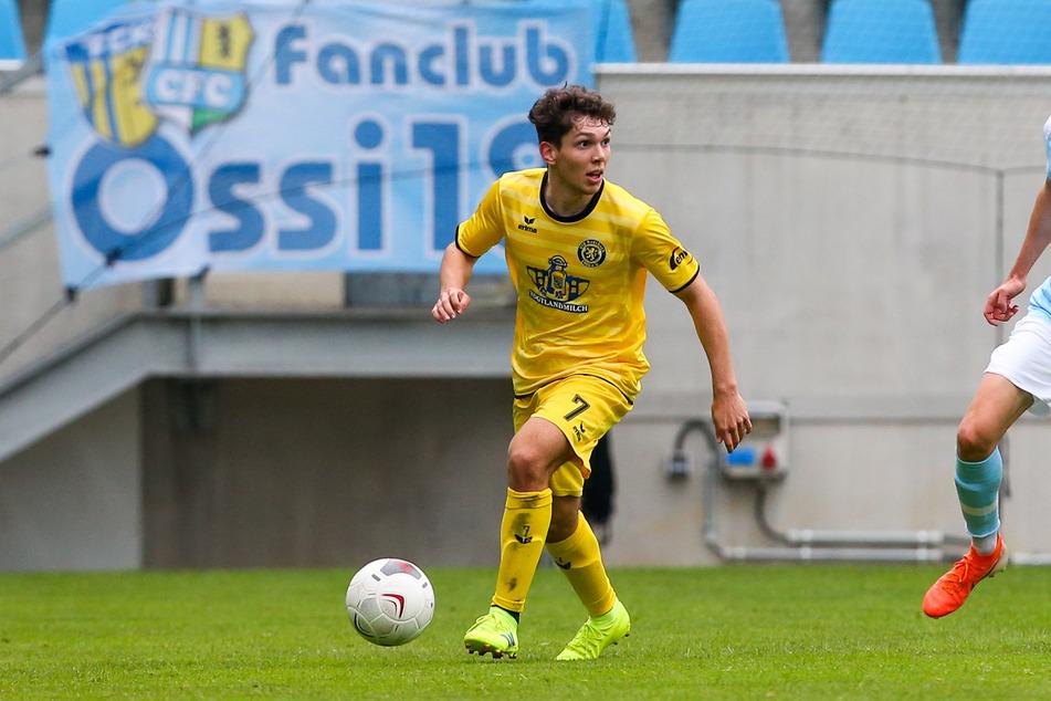 Yannic Voigt (18), hier im Auerbach-Trikot gegen den Chemnitzer FC, spielt künftig für den FSV Zwickau.