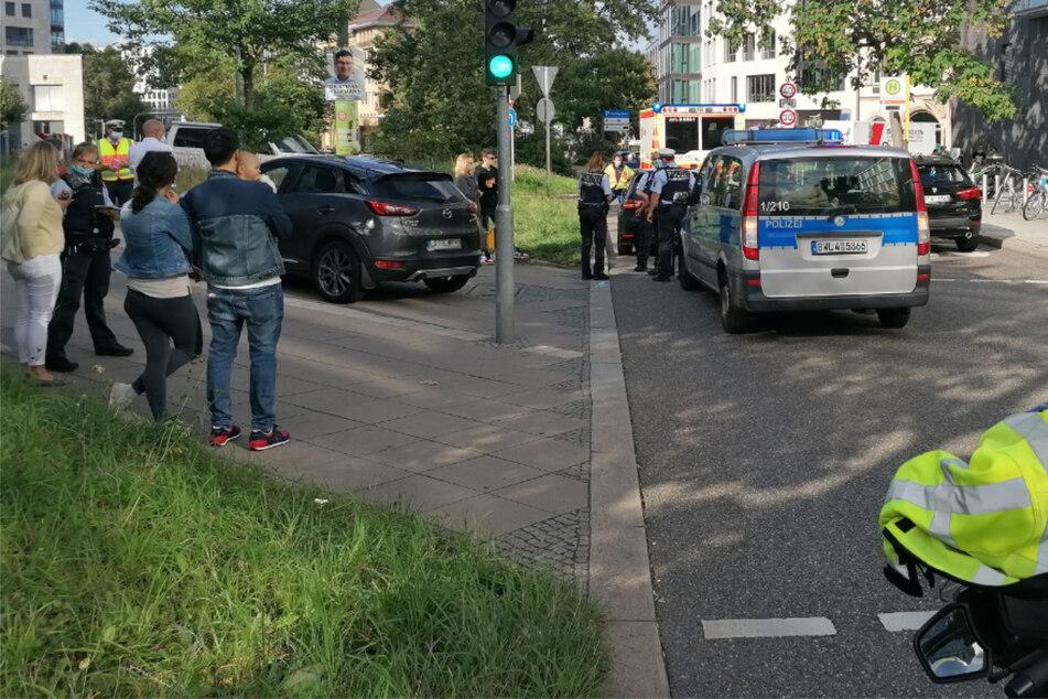 Fußgängerin in Stuttgarter Innenstadt von Auto angefahren: Notarzt vor Ort