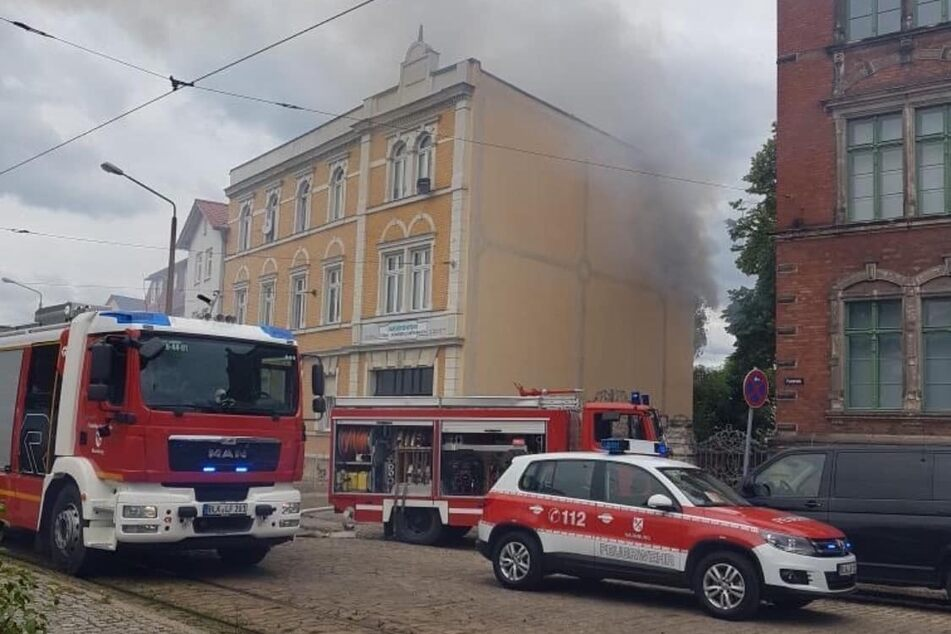 Die Rettungskräfte mussten einen Wohnungsbrand löschen.