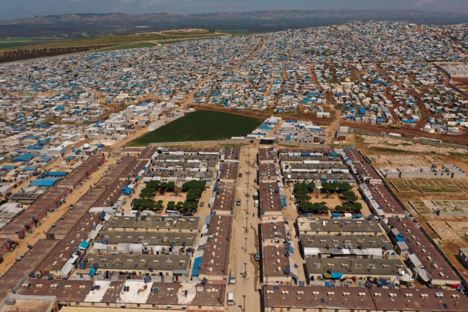 Syrien: Ein großes Flüchtlingslager steht auf der syrischen Seite der Grenze zur Türkei in der Nähe der Stadt Atma in der Provinz Idlib.