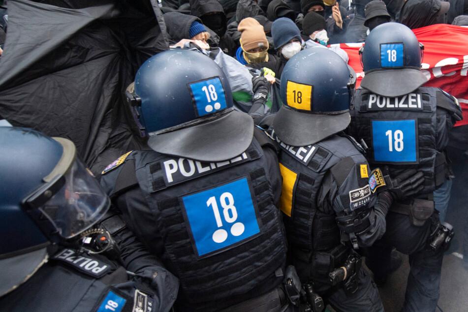 Frankfurt: Festnahmen und Verletzte: Gewalt bei linker Mai-Demo in Frankfurt