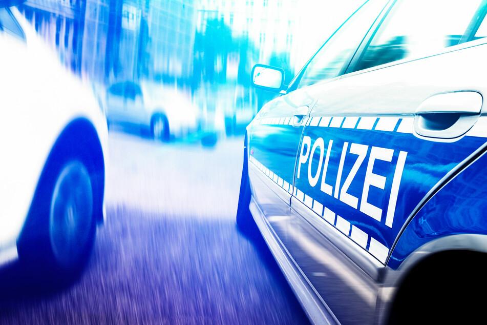 Chemnitz: Mann springt über Autos